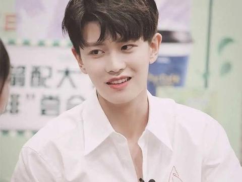 任嘉伦,王源,杨洋,李易峰,王俊凯穿白衬衫的样子,真的好清爽