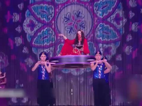 迪丽热巴跨年民族风造型超美 戴面纱跳新疆舞秀好身材