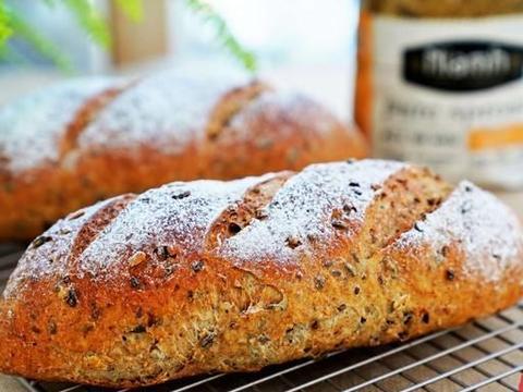 别看这面包只用了三样食材,但是越嚼越香口感特丰富,制作超省事
