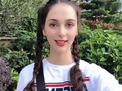 乌克兰女孩在中国,100元在俄罗斯商店能买啥?能横扫超市吗?