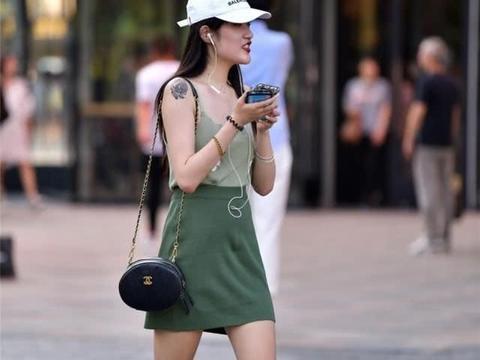 连衣裙包容身材缺陷,都能凸显时尚潮流,清纯又动人