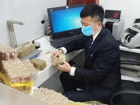 工行咸阳人民西路支行兑换零钞暖人心 特色服务誉古都