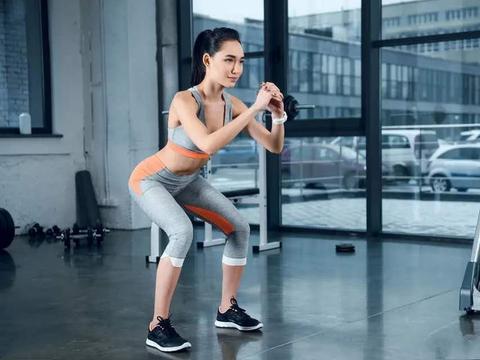 中年以后零基础如何开始健身,试试从深蹲开始,增肌减脂还抗衰老