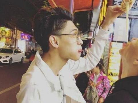 德云社团综热播,杨九郎亲吻郭德纲外甥,德云社为何卖腐成风?