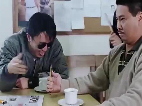 逃学威龙:周星驰、吴孟达审讯柯受良,达叔软饭硬吃典范,经典!