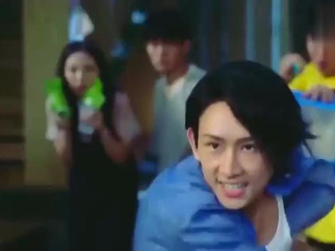 火力少年王:悠风三少年用溜溜球降服小偷,这操作也是没谁了!