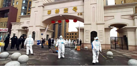 鼎庆公司员工志愿者疫情防控一线义务消杀
