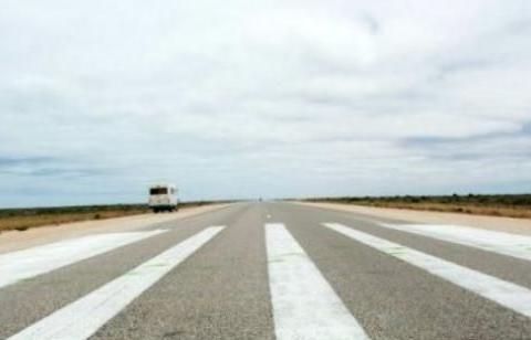 """世界""""最直""""的高速公路,全程146公里无转弯,老司机:太棒了"""