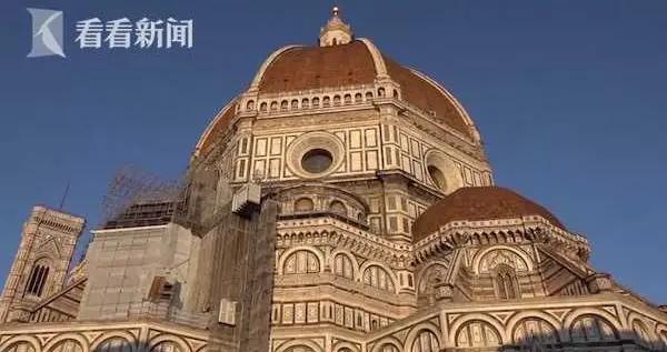 是哪只小可爱踩的?意大利佛罗伦萨大教堂屋顶瓦片发现爪印
