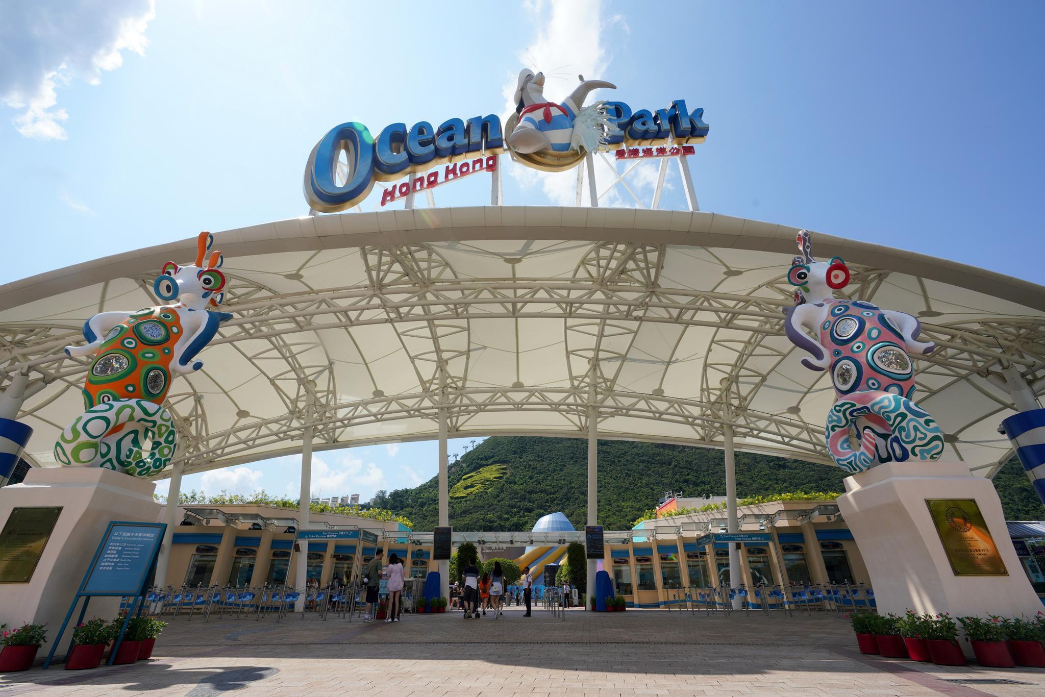 """香港海洋公園""""疫後重生"""":40余年主題樂園變身度假村"""