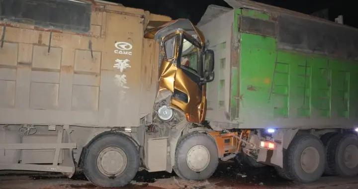 黄石市下陆区钟山大道突发两车追尾事故