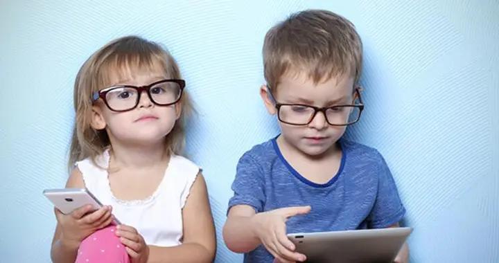 不让玩手机,就不会近视?孩子4个用眼坏习惯,看书也能近视
