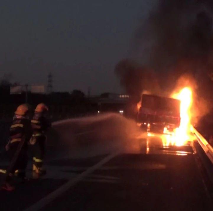 南宁一天发生两起汽车自燃事故,风干物燥需防火