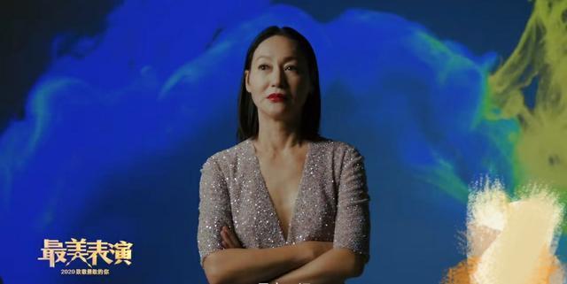 60岁惠英红最美表演大片发布,穿深V裙气质太好,网友:姐姐好飒
