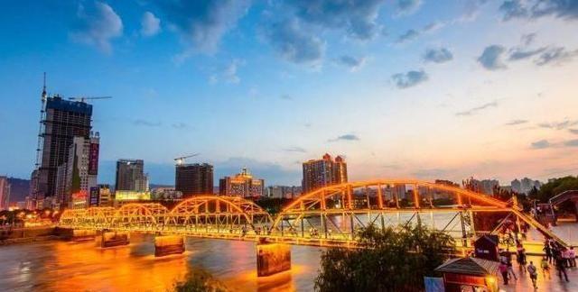 西北部发展潜力最大城市,有第五个国家级新区,未来有望赶上西安