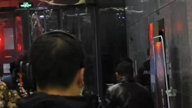 王源《北京春晚》录制 王源《北京春晚》录制上班视频……
