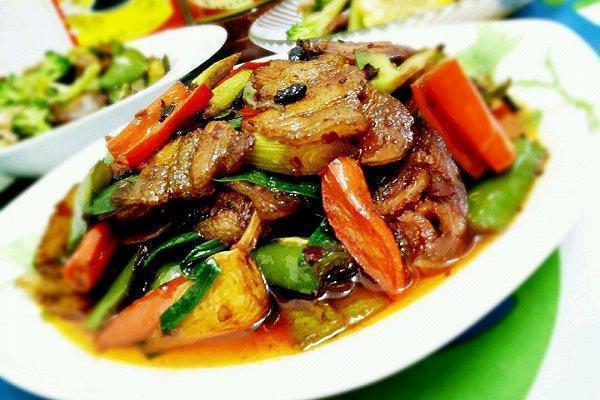 美食优选:酸菜鱼片,蒜香回锅肉,金银豆腐,青椒豆腐皮的做法
