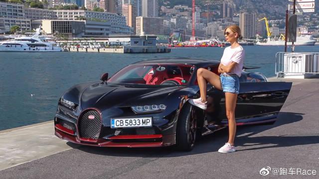 驾驶超级跑车的女孩!