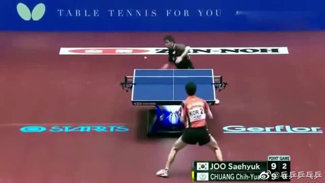 乒乓球总是打低球,终于对方招架不住了,精彩