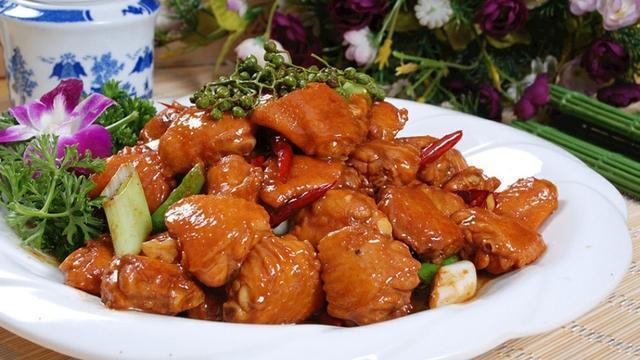 精选美食:豆花猪手、芋头糕、养颜蹄花、洋葱蒸鸡肉的做法