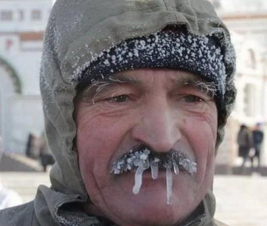 每日一笑:今年的冬天有多冷,看看这位大爷冰冻的胡子就知道了