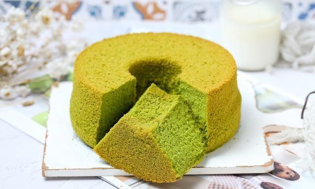 清新风味的抹茶戚风蛋糕,细腻香甜像雨朵般暄软,抹茶控别错过!