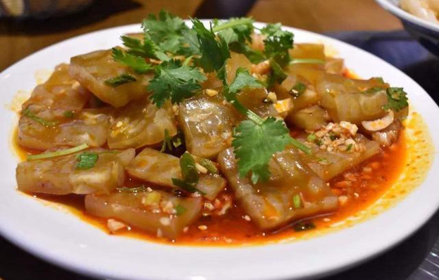 美食优选:豆腐滑鱼,酸辣脆猪皮,凉拌虾,老干妈炒腰花的做法
