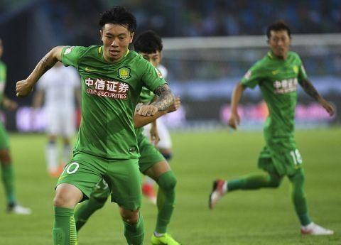 上港在客场以2-0击败了北京中赫国安,李圣龙赢得了网友的支持