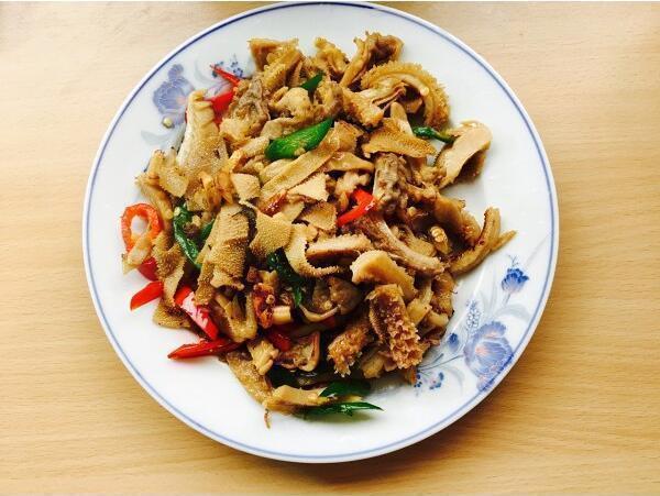 美食做法推荐:辣椒爆牛肚、鱼香茭白肉丝、鱿鱼炒毛豆、小炒猪皮
