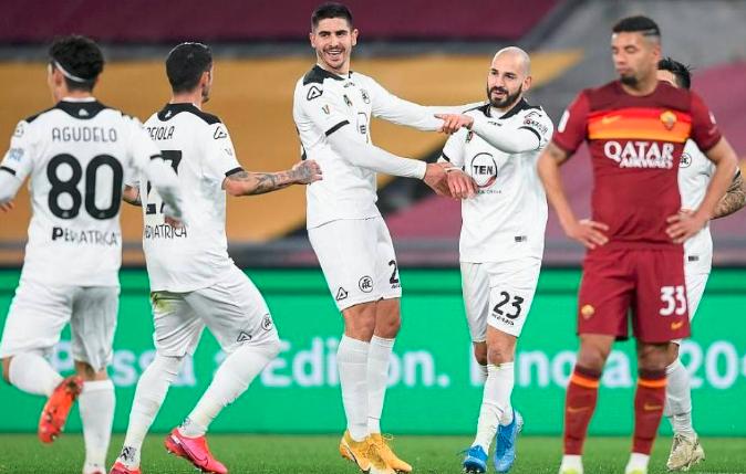 罗马在意大利杯多换1人 将判0-3告负