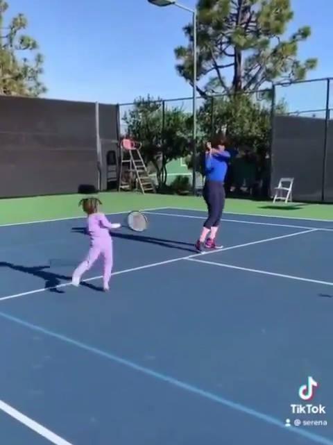 小威和她的训练搭档 奥林匹亚在学打球之前……