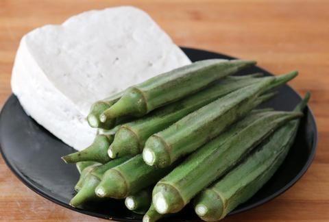 秋葵和豆腐一起做,居然这么好吃,比肉还香,一出锅瞬间被抢光!