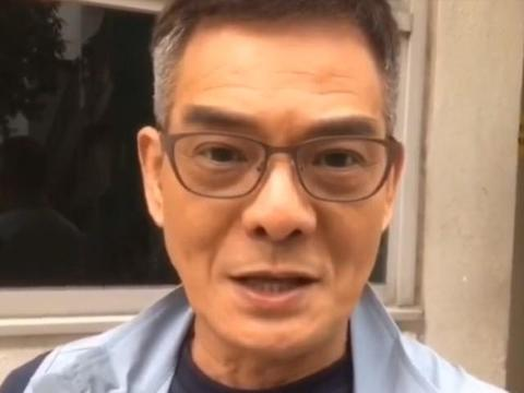 66岁TVB知名奸角面色枯黄,皱纹深眼袋重,曾与女儿对嘴拥吻