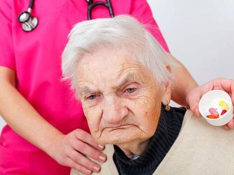 老年痴呆发病前,会有4个表现!发现后,及早治疗,避免症状加重