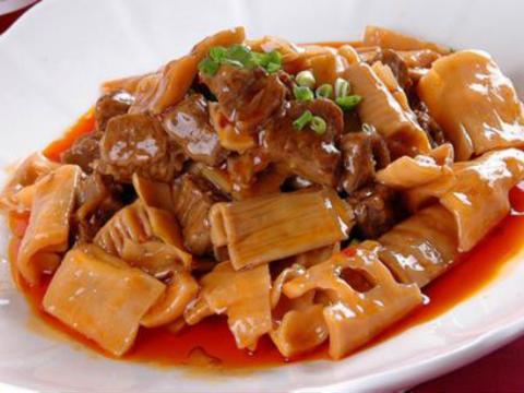 美食精选:牛腩脆笋、尖椒培根土豆片、蘑菇炖肉、炒小河虾