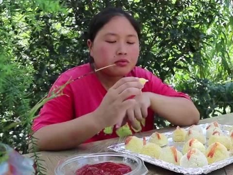 胖妹今天做的黄金虾球真是太好吃,个个金黄酥脆,口齿留香