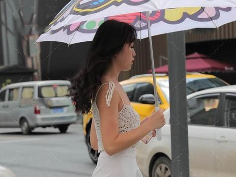 纯白色套装的干净与纯净,气质卓绝