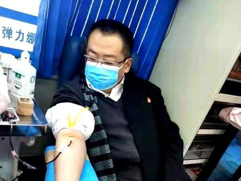 河南卫辉市乡民众爱心大型无偿献血活动