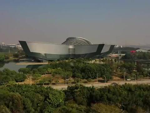 别忽略广州这个岛,环境很美与琶洲对望,里面全都是豪宅