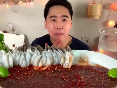 泰国吃播:Domkao吃在臭鱼酱中的1公斤玻璃虾