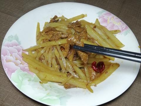 土豆丝炒肉怎么做好吃又简单?三个窍门,鲜香脆嫩,开胃又下饭