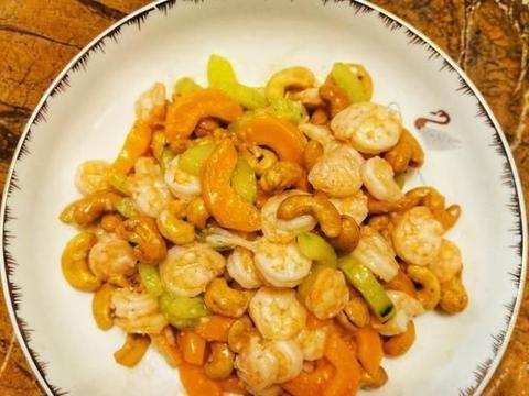美味的腰果虾也可以在家里做,虾嫩腰果脆,现在吃起来便宜了