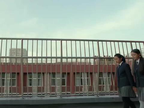 小别离:王俊凯要转学离开,特意来找张子枫道别,张子枫很是伤心