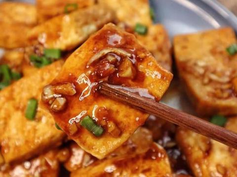 美食家常菜推荐:香煎脆皮豆腐,青椒木耳炒蛋,香菇板栗焖鸡