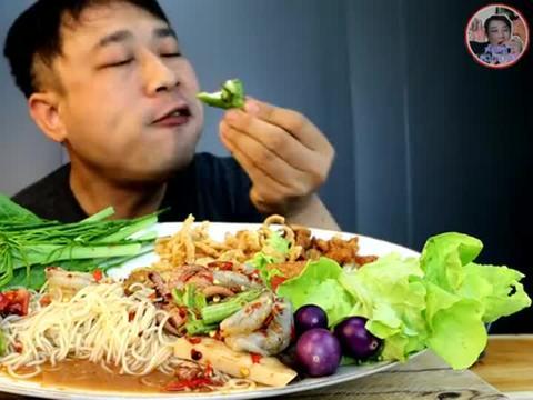 泰国吃播胡子叔:泰式柠檬酸辣虾,鱿鱼