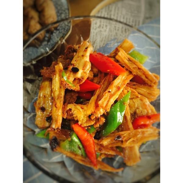 美食做法推荐:辣椒腐竹炒肉片、苦瓜炒蛋、腊肉炒菜花的做法