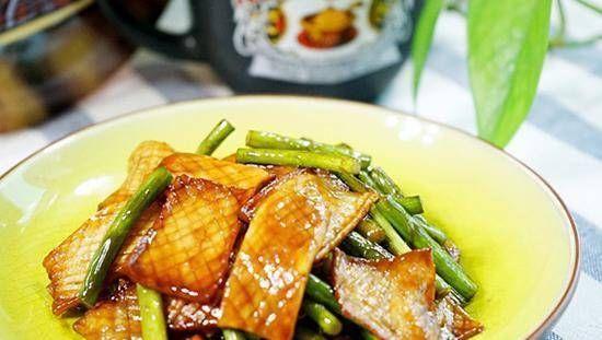 美食食谱:土豆炒猪肝、杏鲍菇炒蒜薹、芦蒿炒豆干