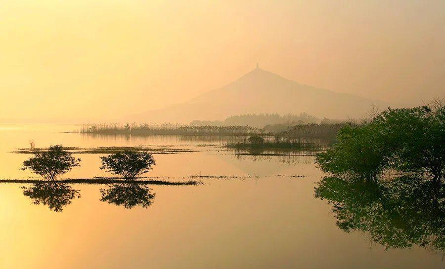 """""""水不在深有龙则灵"""",仙湖位于仙山一侧……"""