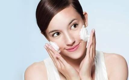 当心过度清洁危害,毛孔粗大,90%皮肤问题都是它造成的!