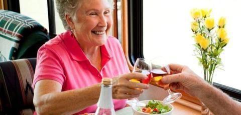 中老年人进食有讲究 建议少吃多餐